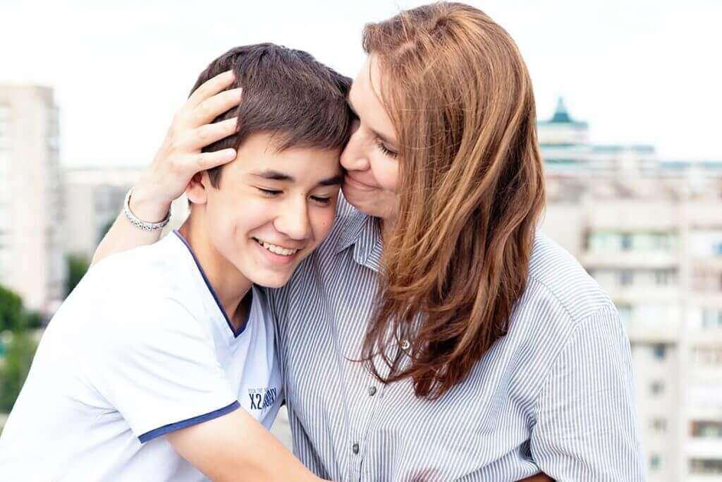 μητέρα με τον γιό της