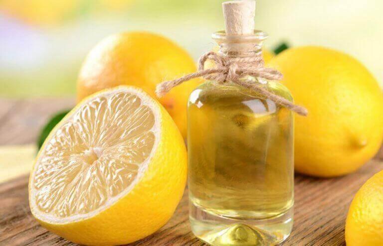 2 τρόποι για να παρασκευάσετε αιθέριο έλαιο λεμονιού