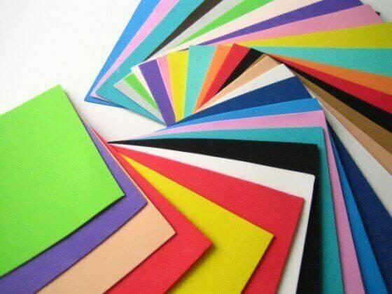 Αφρώδες χαρτί σε διάφορα χρώματα