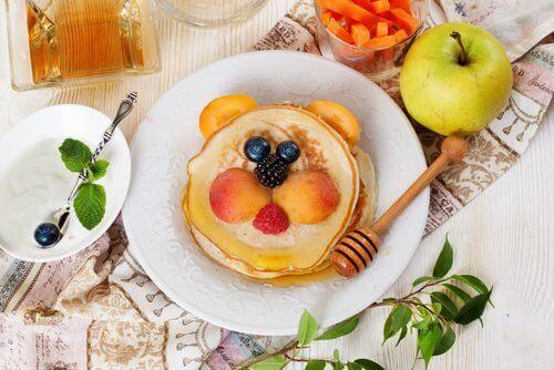 πρωινά για ασθενείς με διαβήτη - Τηγανίτες με μέλι και φρούτα
