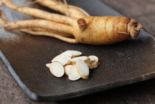 Ginseng: τι είναι και πώς χρησιμοποιείται αυτό το φαρμακευτικό φυτό