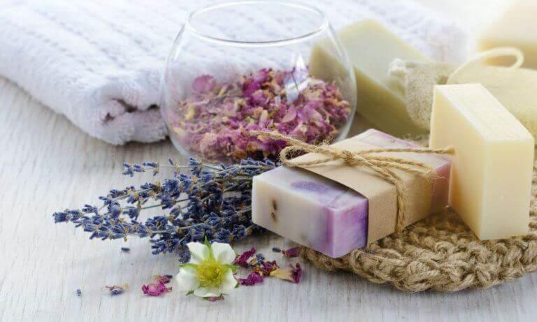 Τρία φυσικά σαπούνια που μπορείτε να φτιάξετε στο σπίτι