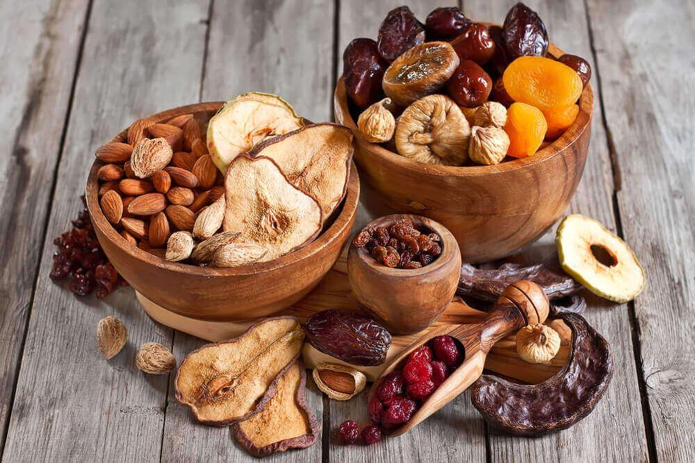 βέγκαν διατροφή Ξηροί καρποί και αποξηραμένα φρούτα