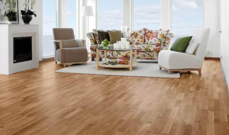 σαλόνι με ξύλινο πατωμα