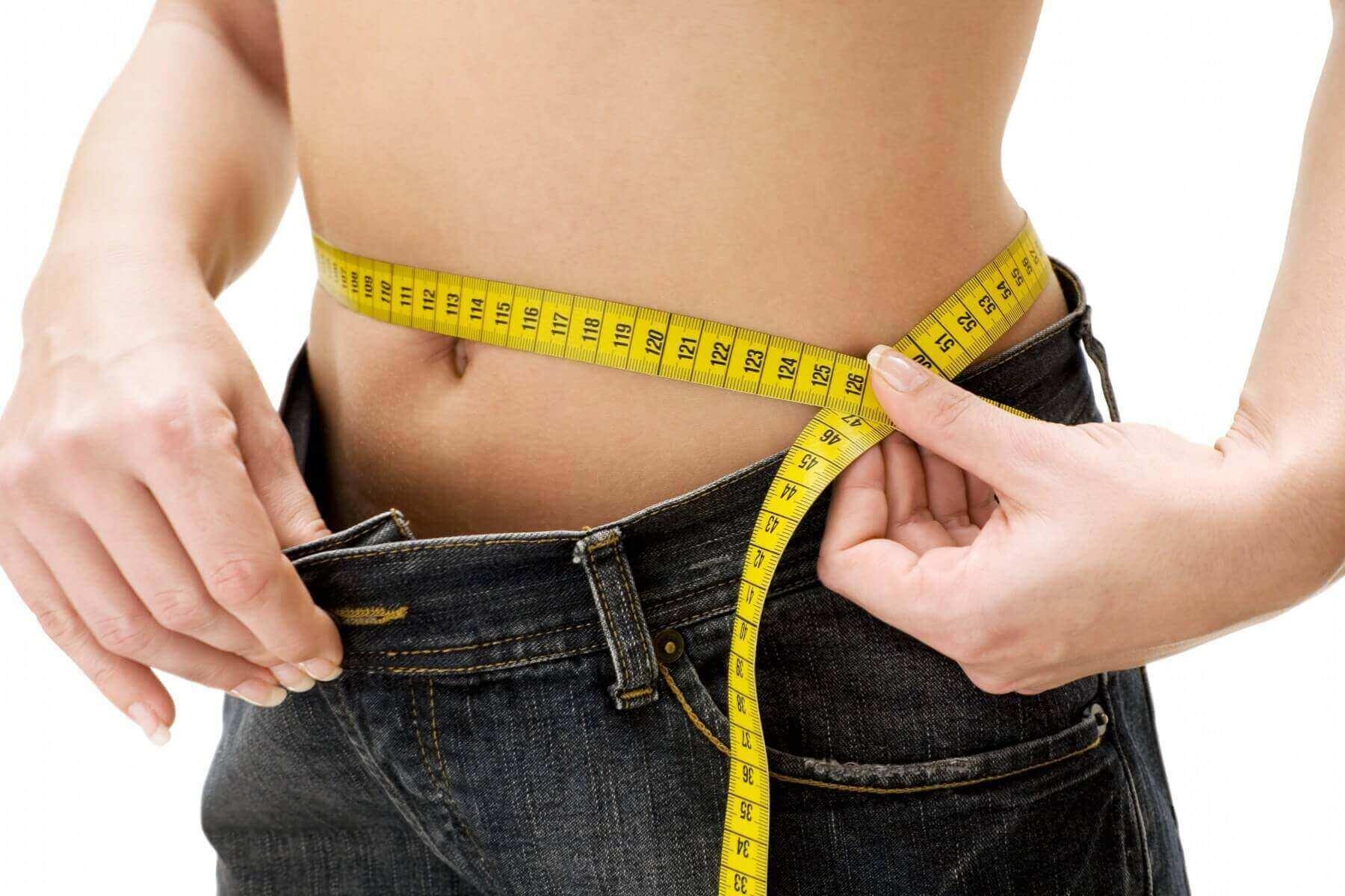 μέτρηση πόντων στη μέση με μεζούρα, δίαιτα χαμηλή σε υδατάνθρακες