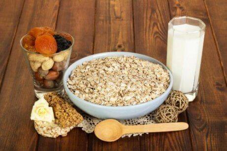 γάλα με βρώμη και ξηρούς καρπούς Δίαιτα με βρώμη