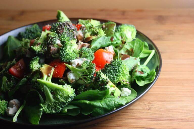 Πιάτο με ωμά λαχανικά