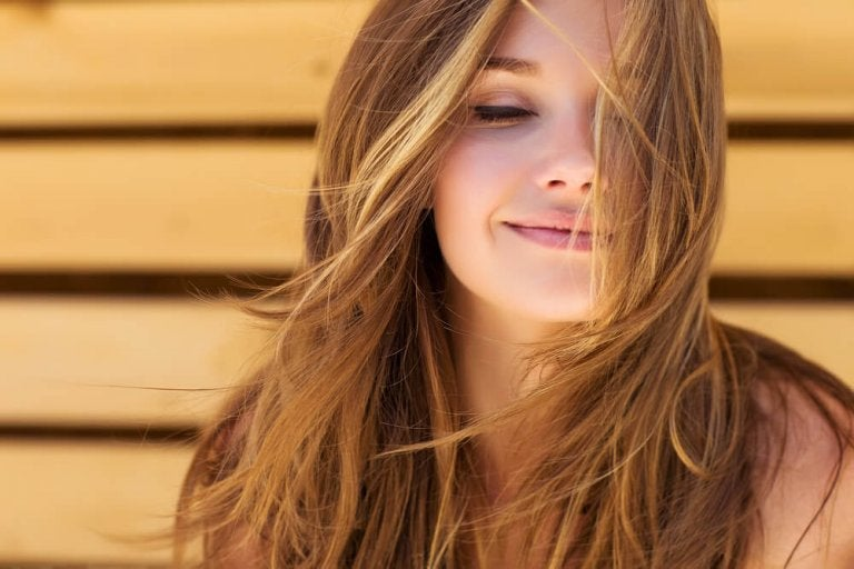 Αποκτήστε όμορφα μαλλιά με αυτές τις 5 θεραπείες με δενδρολίβανο