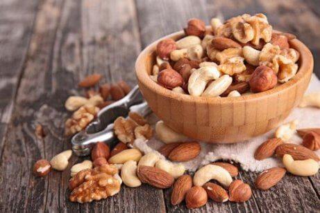 Φυσικές τροφές για να καταπολεμήσετε την απώλεια μνήμης - ξηροί καρποί