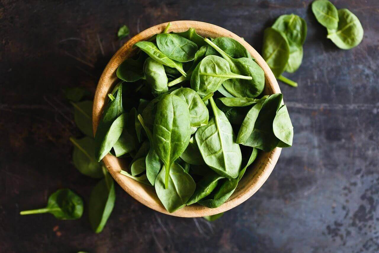 Μπολ με σπανάκι- αποτοξινωτικές σαλάτες
