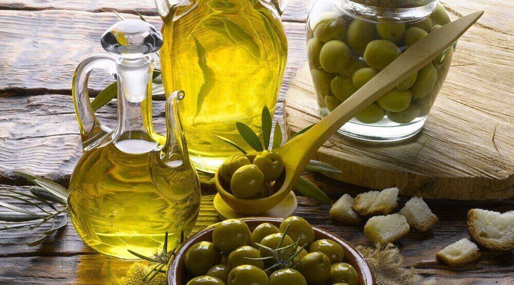 Τροφές για να ελεγχθεί η υπέρταση - Ελιές και ελαιόλαδο