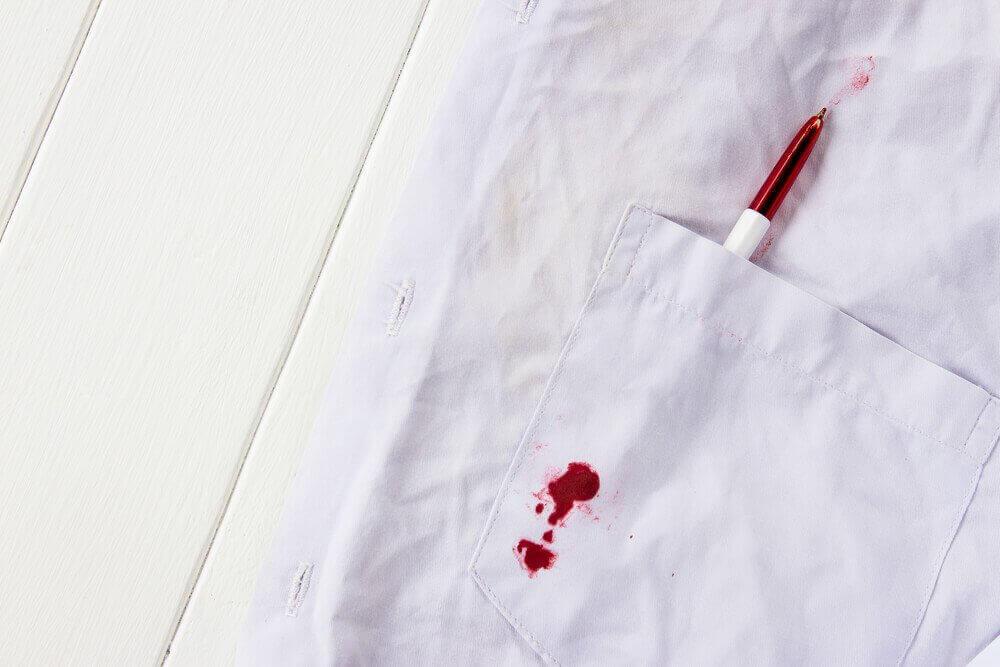 Πώς να αφαιρέσετε τους λεκέδες από μελάνι από τα ρούχα του παιδιού