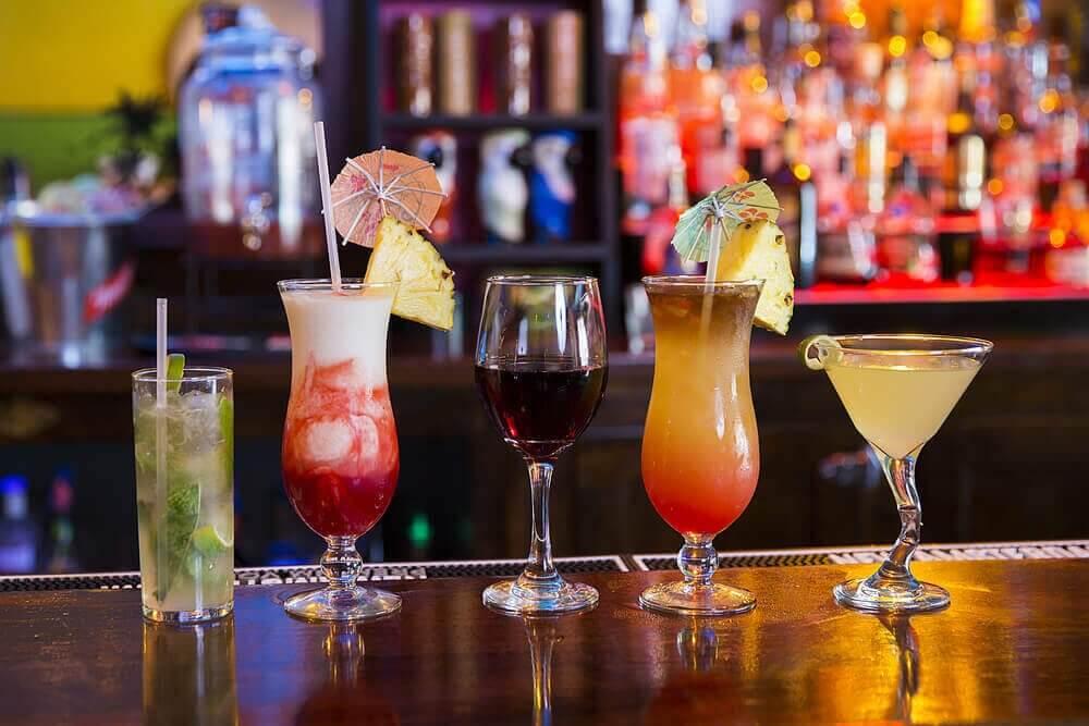ενοχλήσεις στο στομάχι, αλκοόλ, κοκτέιλ