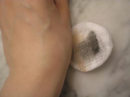 Πώς να φτιάξετε νερό ντεμακιγιάζ στο σπίτι: Είναι τέλειο για το δέρμα!
