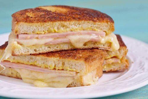 Πώς να φτιάξετε ένα γευστικό σάντουιτς Μόντε Κρίστο