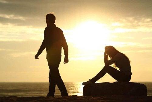 Δεν σας αγαπούν; Οι καλύτερες συμβουλές για να αφήσετε τη σχέση