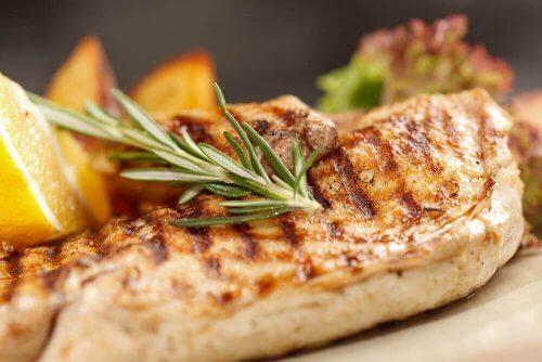Στήθος κοτόπουλου: 3 υγιεινοί τρόποι μαγειρέματος