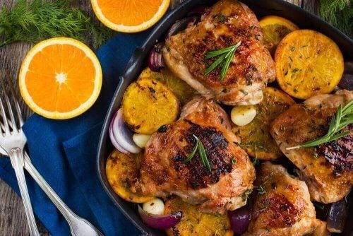 Νόστιμο ψητό κοτόπουλο με πορτοκάλι και δεντρολίβανο