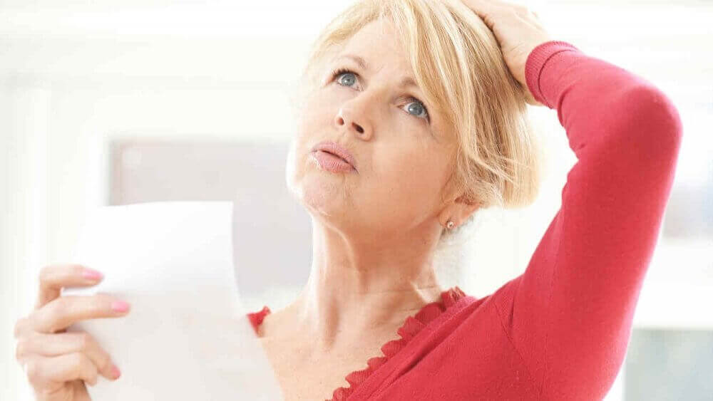5 σπιτικές θεραπείες για να αντιμετωπίσετε τις εξάψεις της εμμηνόπαυσης