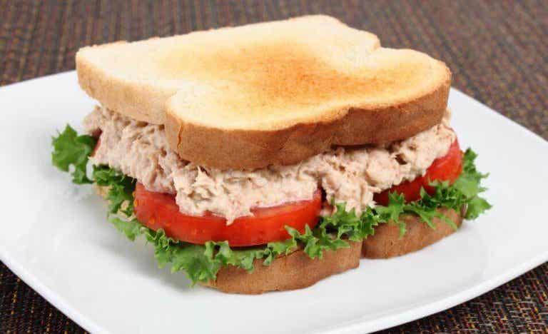 Συνταγή για γευστικότατο σάντουιτς με τόνο - μην τη χάσετε!