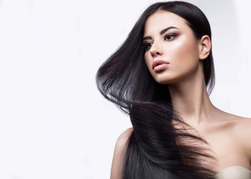 γυναικα με όμορφα μαλλιά