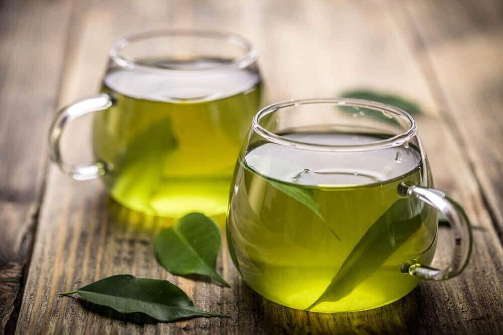 Πράσινο τσάι σε κούπες