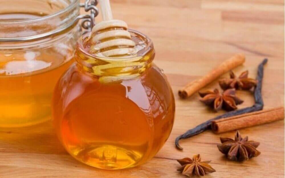 μέλι μανούκα νύχια που μπαίνουν στο δέρμα