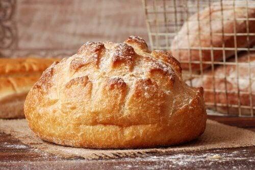 Πώς να φτιάξετε εύκολο και νόστιμο Ιταλικό ψωμί