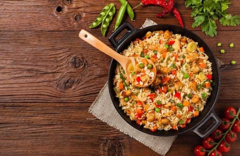 Ρύζι με κοτόπουλο και λαχανικά: μια πεντανόστιμη συνταγή!