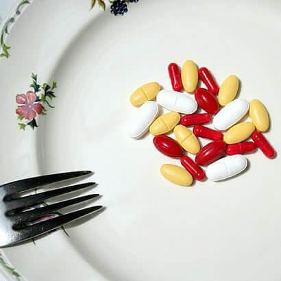 Αντιμετωπίστε τη δυσκοιλιότητα - Χάπια σε πιάτο