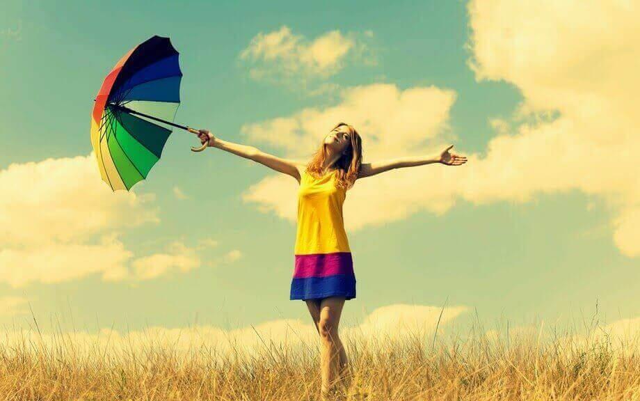 Χρώματα που φοράτε - Γυναίκα με τα χρώματα του ουράνιου τόξου