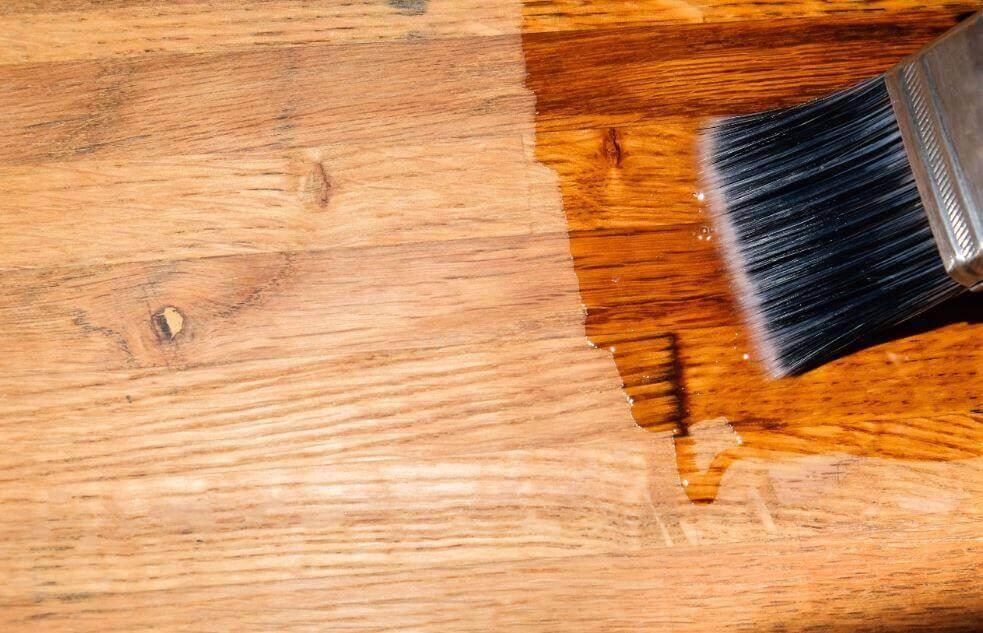 Σφραγίστε τα ξύλινα πατώματα - Εφαρμογή γυαλιστικού σε ξύλινο πάτωμα