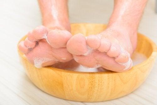πόδια νύχια προς τα μέσα