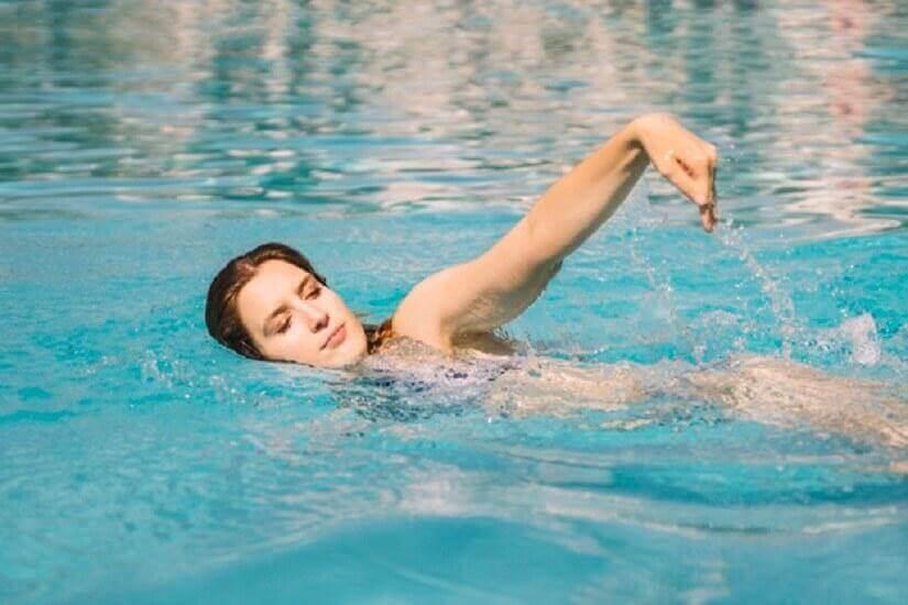 κολύμβηση, αθλήματα που προσφέρουν πολλαπλά οφέλη για την υγεία