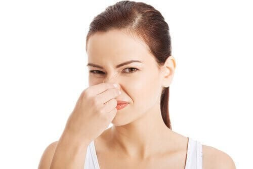 Στοπ στις κακές οσμές από μικρούς χώρους με δύο συστατικά