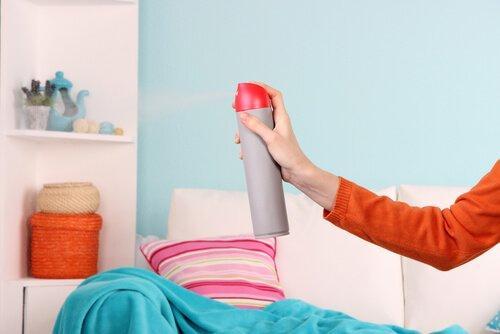 5 τρόποι για να ξεφορτωθείτε τη μυρωδιά υγρασίας από το σπίτι