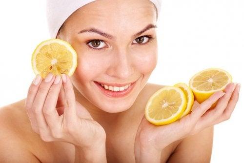 οφέλη λεμονιού στο δέρμα