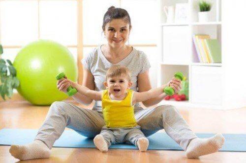 Πώς να μάθετε στο μωρό σας να κάθεται