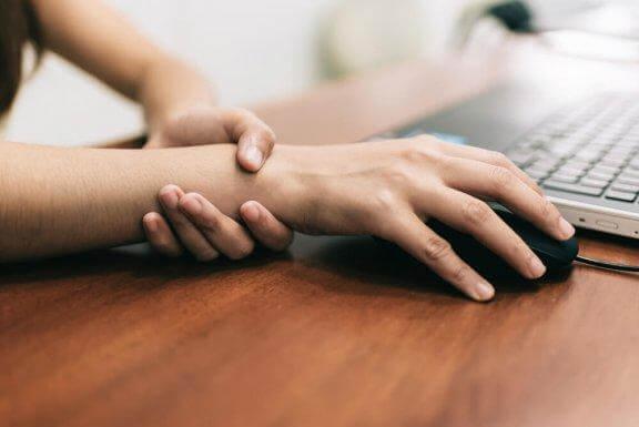 Πέντε ασκήσεις για την ανακούφιση του πόνου του καρπιαίου σωλήνα