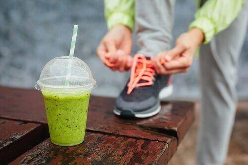 Προετοιμασία για τρέξιμο και ρόφημα πρωτεΐνης