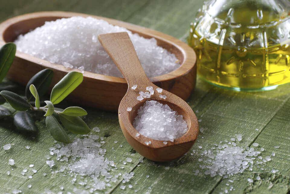 Πως να θεραπεύσετε τα λιπαρά μαλλιά με θαλασσινό αλάτι
