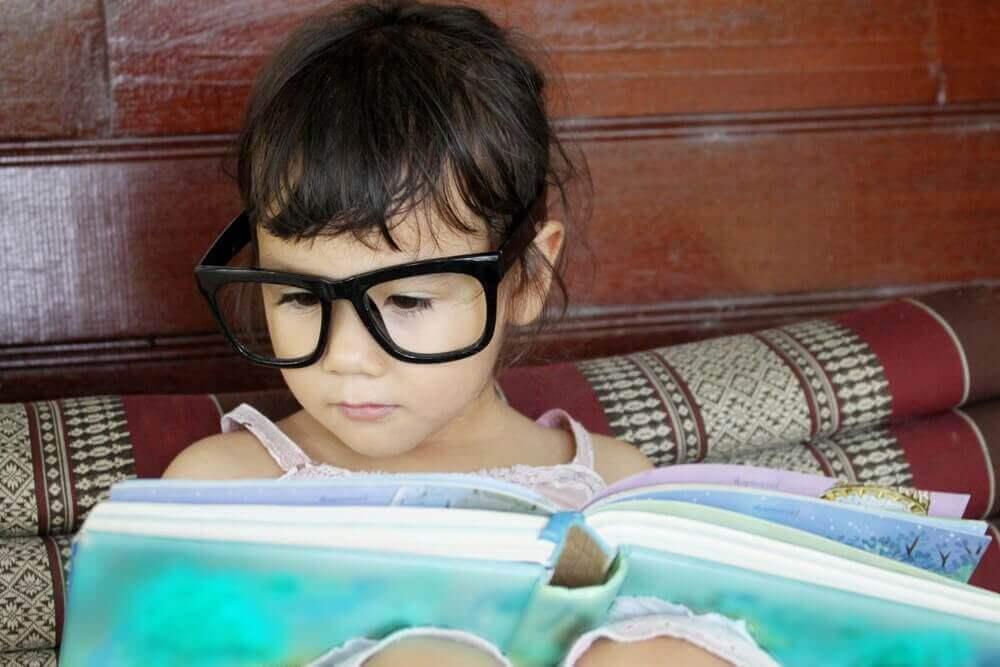 5 παραμύθια που πρέπει να διαβάσετε στο παιδί σας πριν την ηλικία των 6