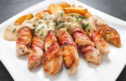 Γεμιστό κοτόπουλο με τυρί κρέμα, σκόρδο και σχοινόπρασο