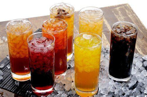 Αναψυκτικά σε ποτήρια