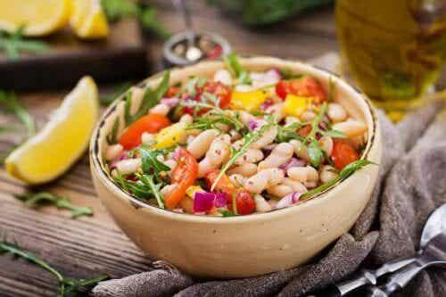 Σαλάτα με φασόλια: 2 διαφορετικοί τρόποι για να τη φτιάξετε