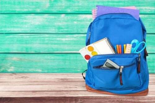 Τσάντα με σχολικά είδη