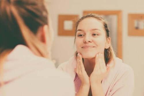 Τέσσερις συμβουλές για ένα καθαρό και λείο δέρμα