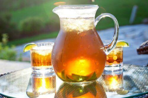 Κρύο τσάι σε κανάτα