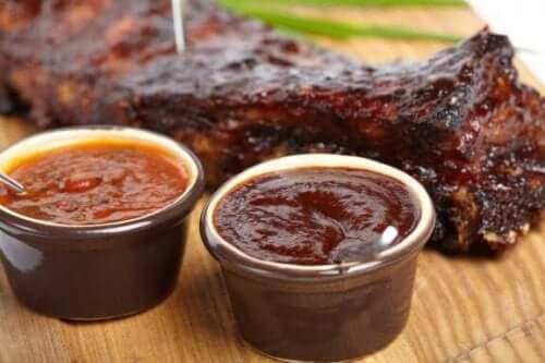 Σάλτσα μπάρμπεκιου: Τρεις συνταγές για κρέας
