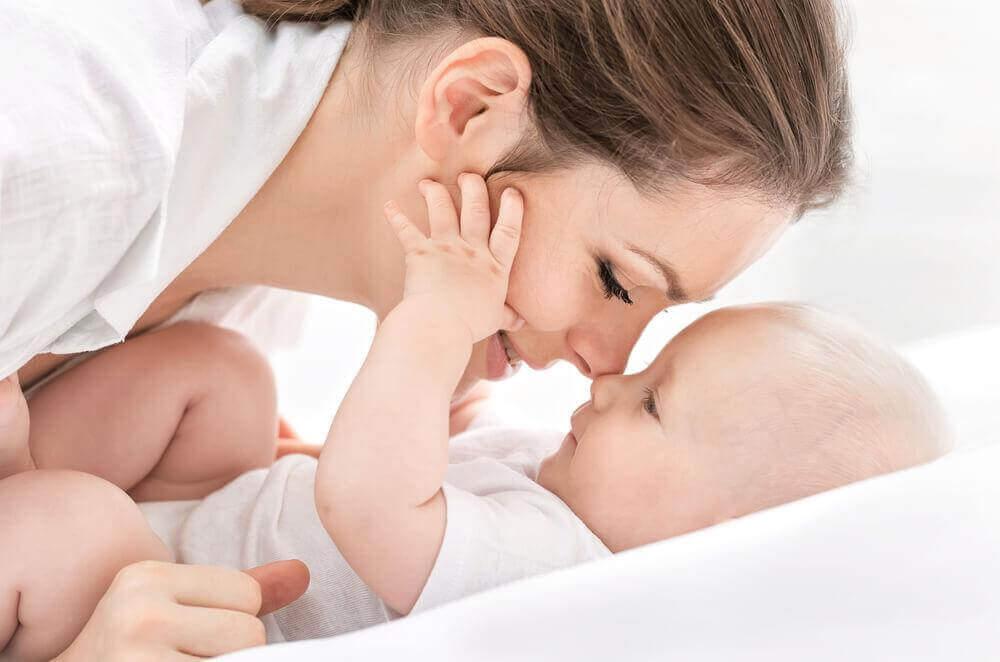 μωρό με τη μαμά του